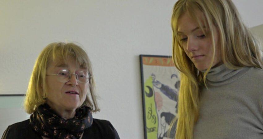 Foto: Ingrid und Anna Bahss im Gespräch